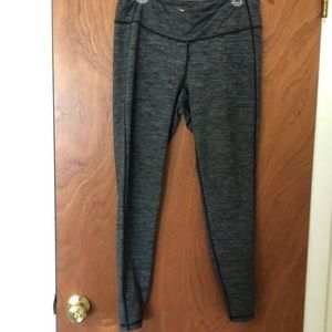 Old navy active leggings in gray and black